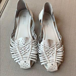 White sandals size 8♥️